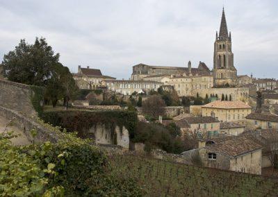 Vue sur l'église monolithe de Saint-Emilion